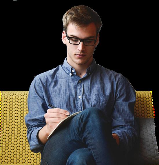 profissional sentado - CURSO DE DECORAÇÃO DE INTERIORES. Essa é a Sua Grande Oportunidade de se tornar um Profissional Reconhecido e Bem Remunerado.